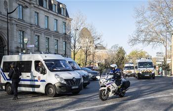 파리: 의료 전용열차로 코로나19 중증 환자 전이