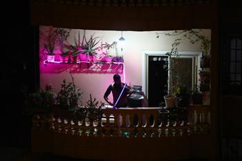이집트: 야간 통행금지 중 열린 발코니 음악회