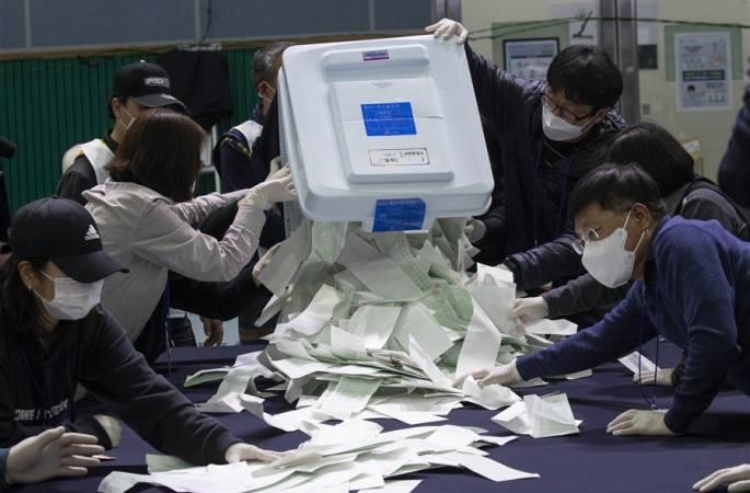 韓 제21회 국회의원 선거 개표 중