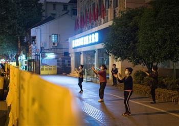우한: 따뜻한 봄기운에 운동도 신나게