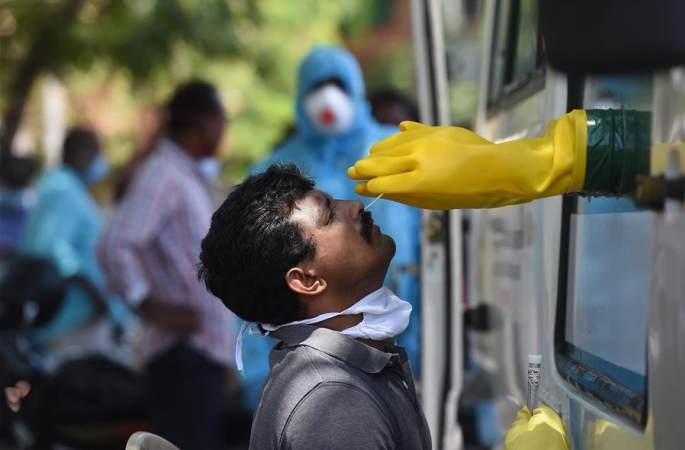 인도의 이동식 코로나19 검사 차량