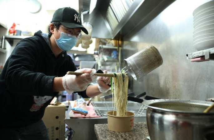 호주, 중국인 교민 식당 '뭉쳐서 위기 극복'
