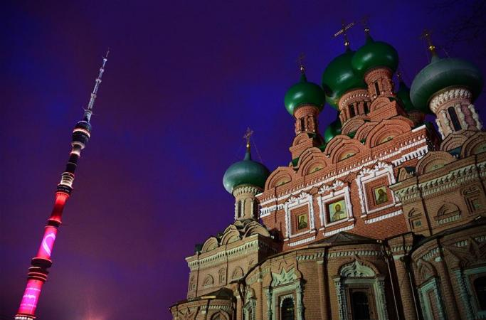 의료진에 감사를 표하기 위해 조명 밝힌 모스크바 오스탄키노TV타워