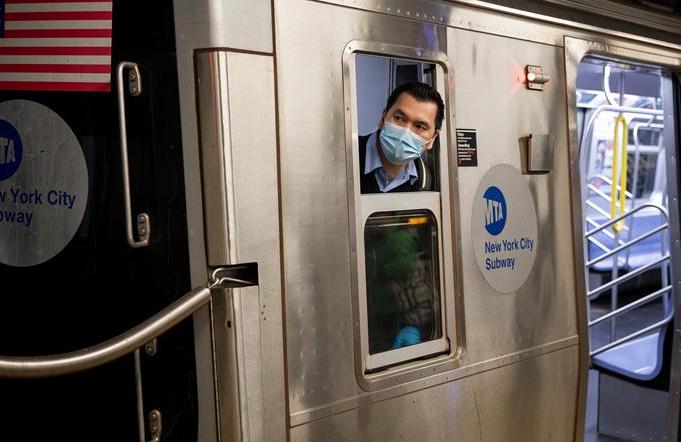 뉴욕 지하철, 잠시 야간 운영 중단…매일 소독 시작