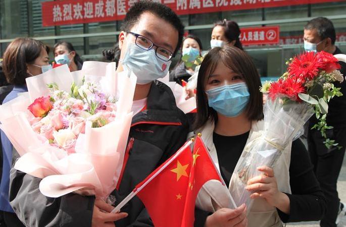 """""""당신 얼굴은 볼 수 없지만 당신이 누군지 압니다""""—국제 간호사의 날에 즈음해"""