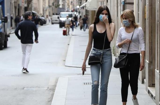 봉쇄 빗장 푼 이탈리아…쇼핑 거리 풍경