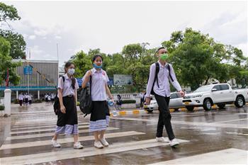 라오스 학생들 잇따라 수업 재개