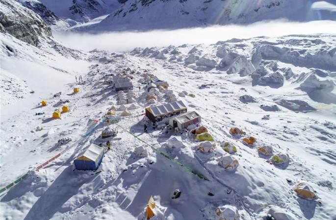 빙설세계의 전진캠프