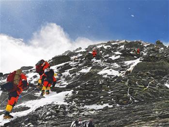 2020주무랑마봉 고도 측정 등산대 해발 8300m 향해 '진격'
