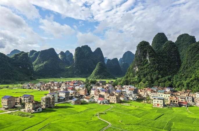 광시 환장: 초여름의 아름다운 전원 풍경
