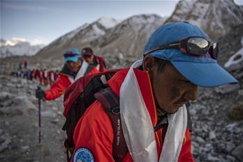 2020년 주무랑마봉 고도 측정 등산대 베이스캠프에 안전 복귀