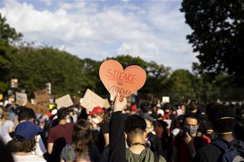 계속 거리로 나오는 워싱턴 시위자들