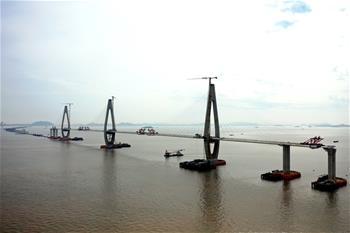 저장 저우산: 바다를 가로지르는 대교 건설