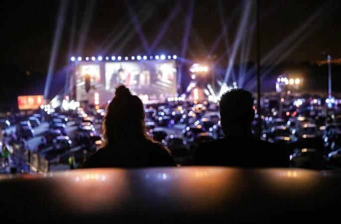 그리스 아테네: 방역속에 열린 노천 콘서트