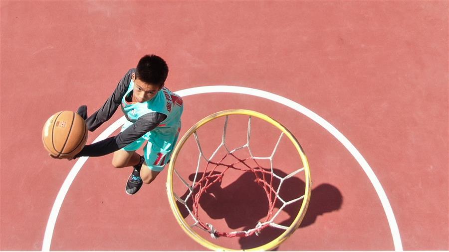한 팔 없는 소년의 프로 농구 선수 꿈을 향한 열정