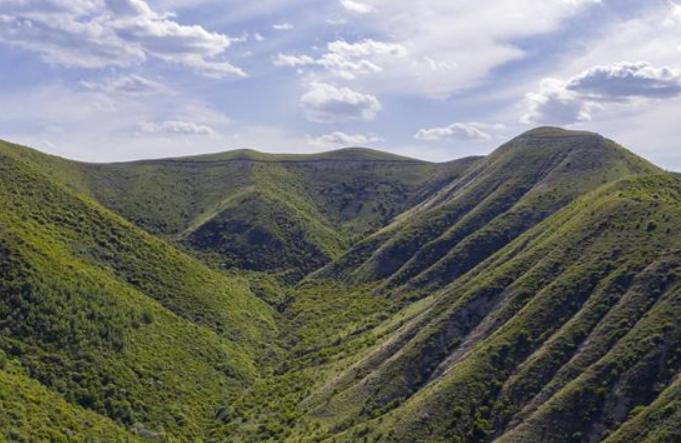 초록으로 물들어가는 닝샤 남부 산간지역