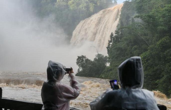 구이저우 황궈수 폭포, 올해 장마철 들어선 이래 최대 수량 기록