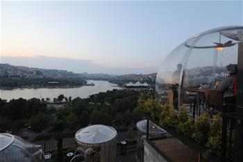 이스탄불 식당, 투명한 종모양의 테이블 '방호쉴드' 선봬