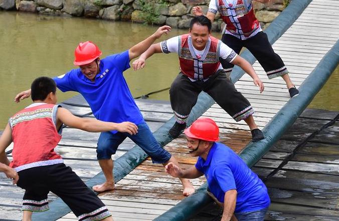 먀오족 마을 脫빈곤 영상 기록—광시 룽수이, 관광업 발전으로 빈곤퇴치에 조력