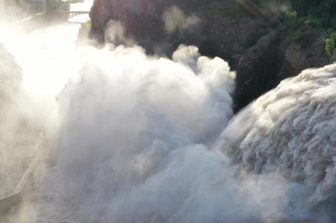 황허 류자샤 댐 수문 열어 방류