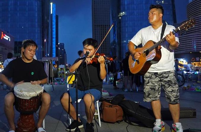 난창: 야간경제에 활력 더하는 길거리 문화예술