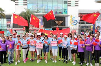 국가를 열창하는 홍콩 시민