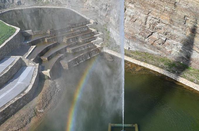 우란하오터: 황폐한 산 정비•복원해 관광지로 변신