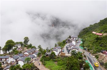 쓰촨 아부뤄하촌 도로 개통
