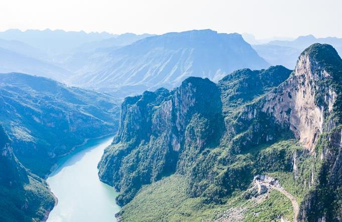 구이저우 류즈: 한 폭의 그림같은 짱커장 풍경