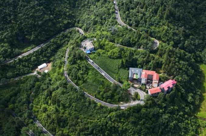 구이저우 퉁쯔: 농촌관광으로 소득 증대