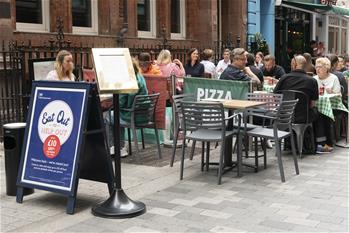 영국: 외식 장려 캠페인 'Eat Out to Help Out Scheme' 시행