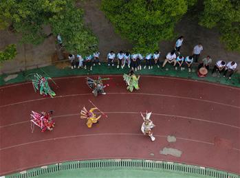 구이저우 톈주: 둥족 전통극과 함께 하는 여름방학