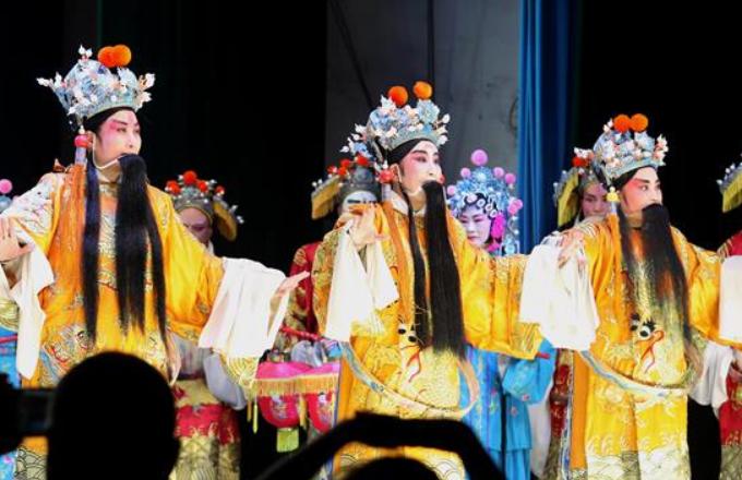 허베이 징싱: 산촌에 울려 퍼지는 전통극 메들리