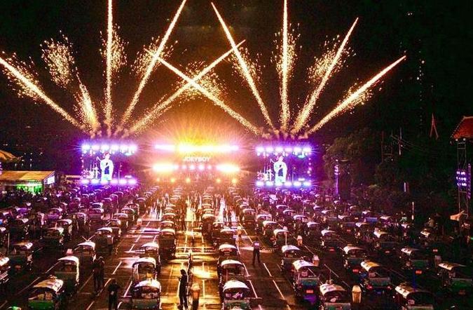 방역 뉴노멀 하의 새로운 시도—태국, 오토릭샤 콘서트 개최