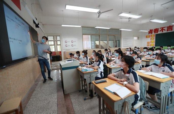 우한, 중학교 1, 2학년 학생 수업 재개