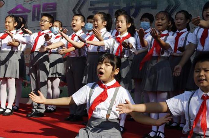 베이징: 소학교 2,3,4학년 학생 개학