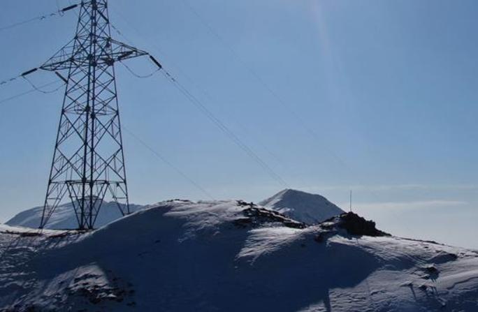 해발 4000m의 빙설 속에서 전력 점검