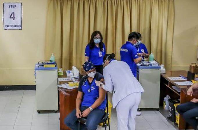 필리핀, 중국 코로나19 백신 접종 개시