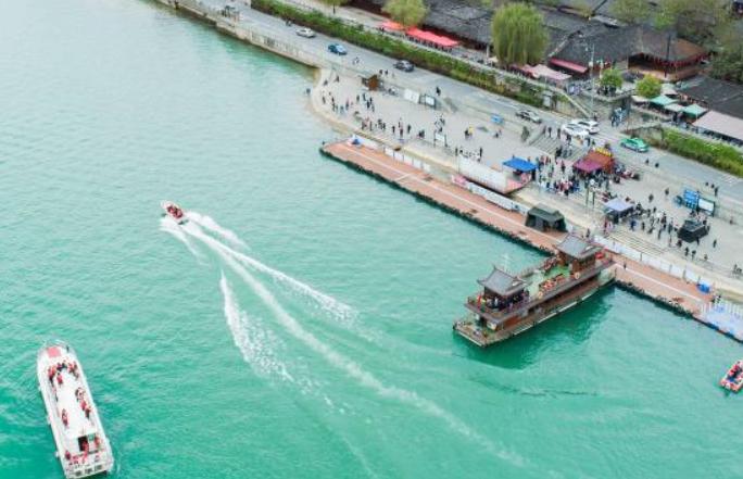 쓰촨 랑중고성, 청명절 연휴 즐기는 관광객으로 북적