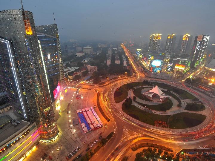 세계적 광전자 단지로 거듭난 中 '우한 광밸리' 30여 년 창업史