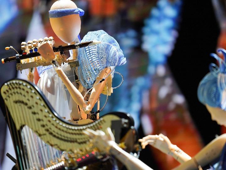 (포토)中 로봇과 음악 대가가 만들어내는 하모니
