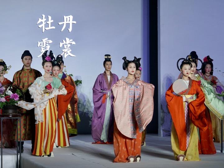 전통의상 패션쇼, 中 고도 뤄양에서 만나는 당(唐)대 복식