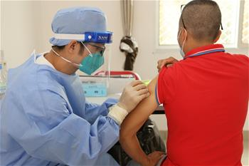 세네갈 거주 중국인 시노팜 코로나19 백신 접종
